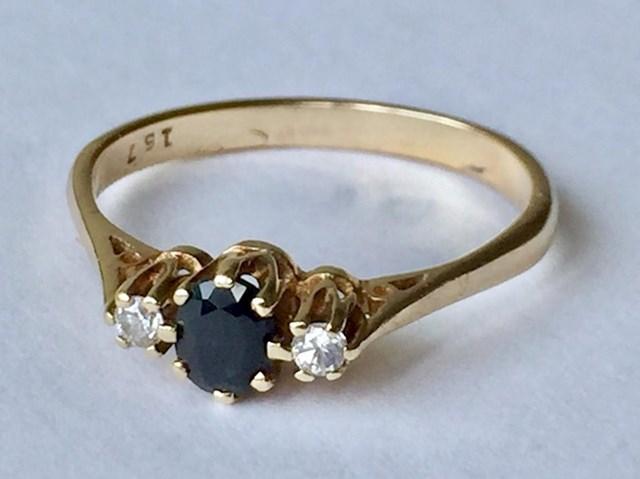 """""""Pronašao sam ovaj zaručnički prsten s dijamantima i safirom i platio ga dva dolara. Odnio sam ga u draguljarnicu, a oni su potvrdili da su pravi. """""""