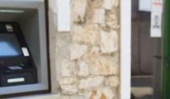 Dalmatinci nisu mogli vjerovati što vide pored bankomata, zar i one podižu novac?