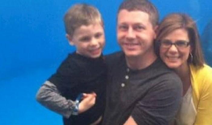 Ova je samo trebala biti lijepa obiteljska fotografija, ali zbog jedne stvari ispala je presmiješna