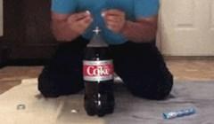 Ovaj ne baš pametan lik odlučio je isprobati trik s Coca Colom i Mentos bombonom