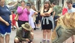 Lik je posjetio izložbu dinosaura, zbog jedne stvari nasmijao je sve posjetitelje