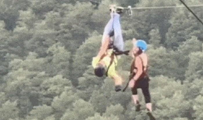 Morate vidjeti kako je ovaj čovjek pomogao ženi koja je zapela na ziplineu