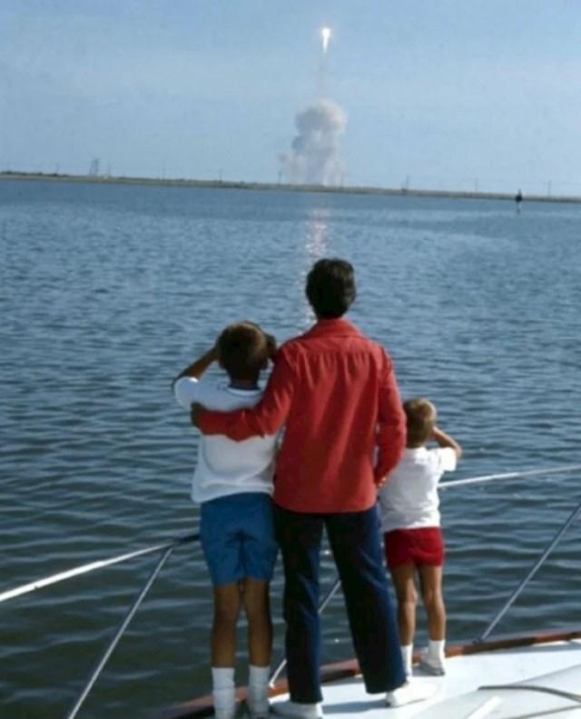 Obitelj Nila Armstronga promatra njegov odlazak na Mjesec