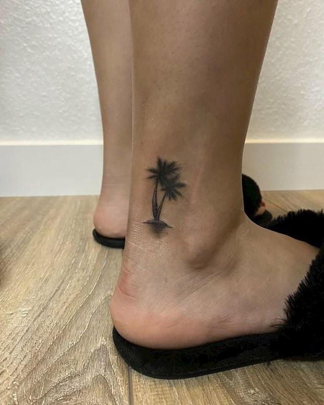 Sićušne palme na gležnjevima