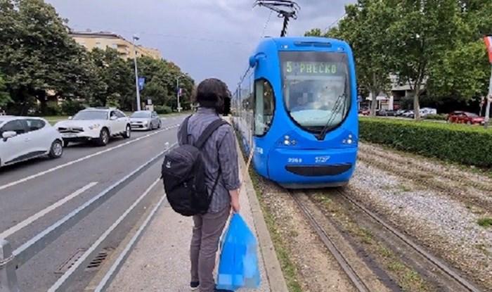 Ovaj lik je ušao u tramvaj s neobičnom maskom, svi su zurili u njega