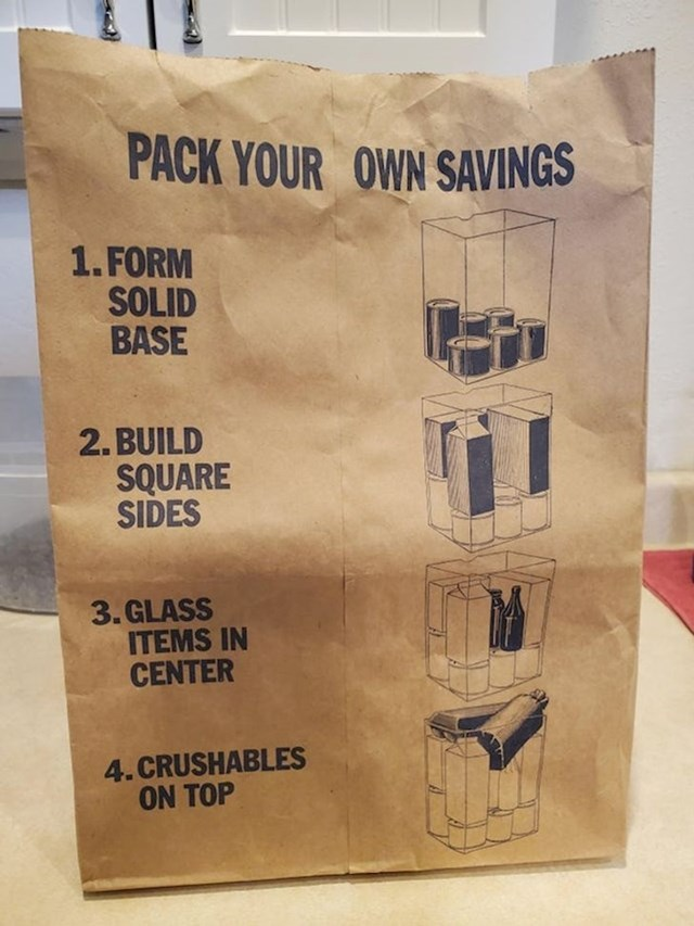 Papirnata vrećica koja vam pomaže spakirati stvari koje ste kupili