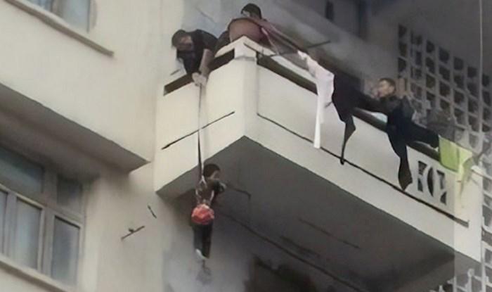 Pogledajte suludi razlog zašto je baka natjerala unuka da visi s balkona