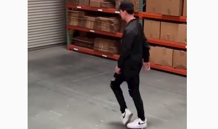 Mladić pleše moonwalk tako dobro da ga ljudi proglašavaju novim Michaelom Jacksonom