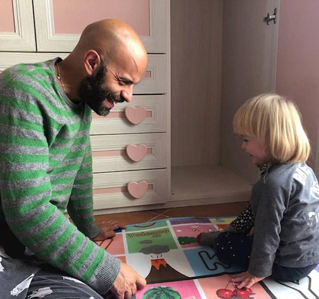 U srpnju 2017. godine, Lucu su nazvali iz centra za socijalnu skrb i obavijestiti ga o Albi