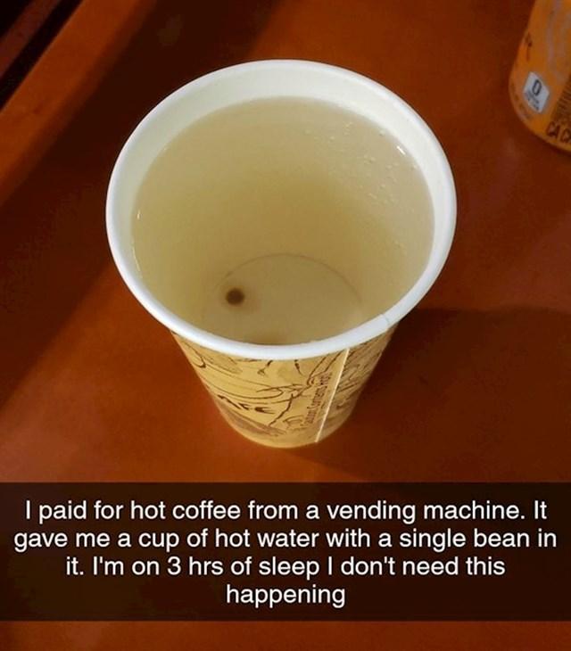 Uzeo sam kavu na aparatu, izašla mi je voda s jednim zrnom kave, spavao sam 3 sata...