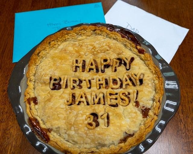 """""""Moja trudna žena je stalno umorna, ali ipak mi je ispekla najdraži kolač za rođendan"""""""