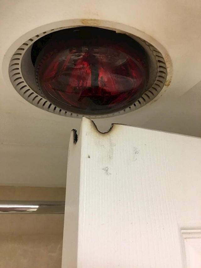 """""""Lampa koja možda spali sobu dok ja budem spavao"""""""