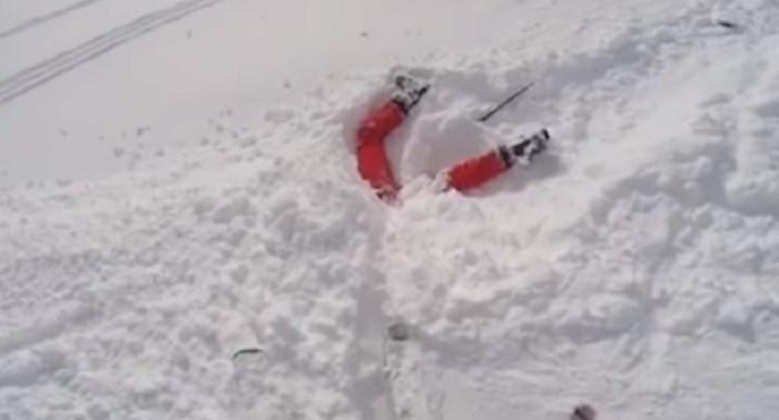 VIDEO Skijaš je slučajno pronašao ženu zatrpanu snijegom i spasio joj život