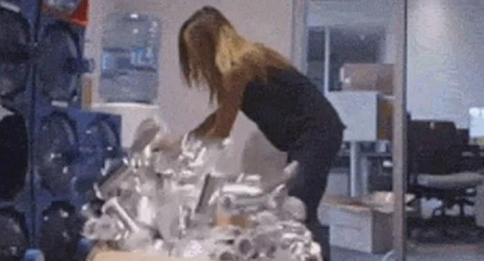 Uzimala je vodu, nije bila ni svjesna što će joj kolega prirediti