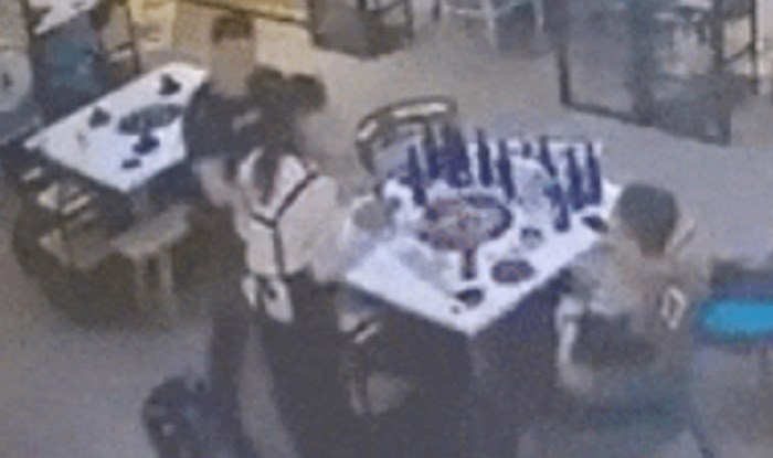 Gosti restorana su napali konobaricu, ovo što je ona napravila definitivno nisu očekivali