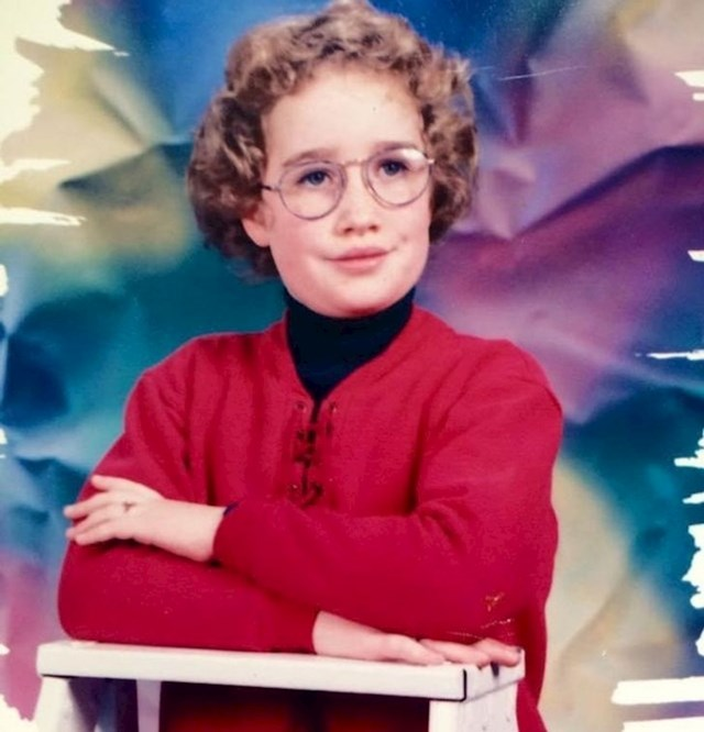 """""""Godina je 1995. Imam osam godina, ali izgledam kao stara knjižničarka"""""""