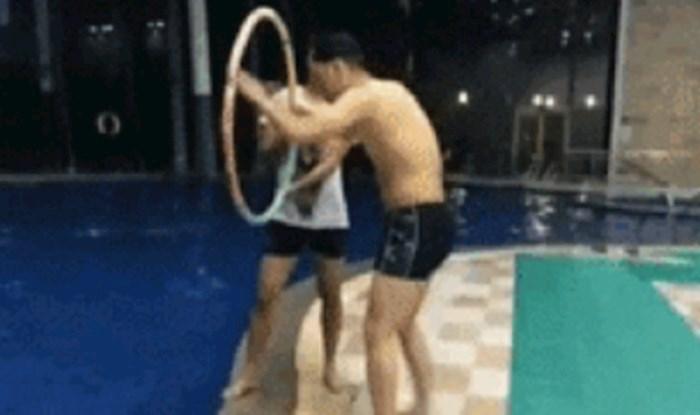 Zamolio ga je da mu pomogne kod skoka u bazen, nije očekivao da će mu se ovo dogoditi