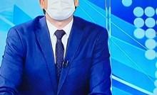 Voditelj vijesti postao viralan jer je stavio masku i zaboravio da nosi naočale