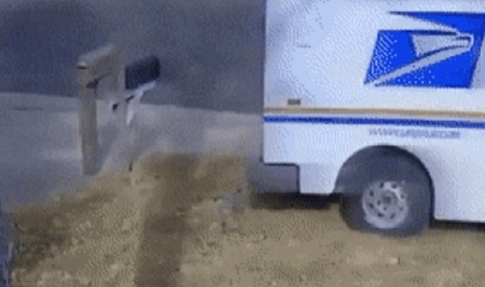 Dostavno vozilo mu je skršilo sandučić. Snimka je otkrila bizarnu situaciju