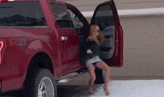 Žena je u štiklama stala na led, ovo je završilo jako loše