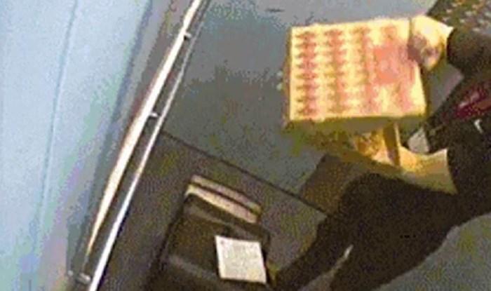 Dostavljač je zgrozio ljude kada su na snimci kamere vidjeli što je napravio