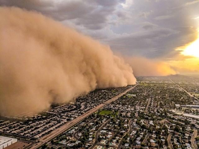 """""""Upravo sam izbjegao veliku olujnu prašinu iznad Phoenixa. Nalazim se u helikopteru"""""""