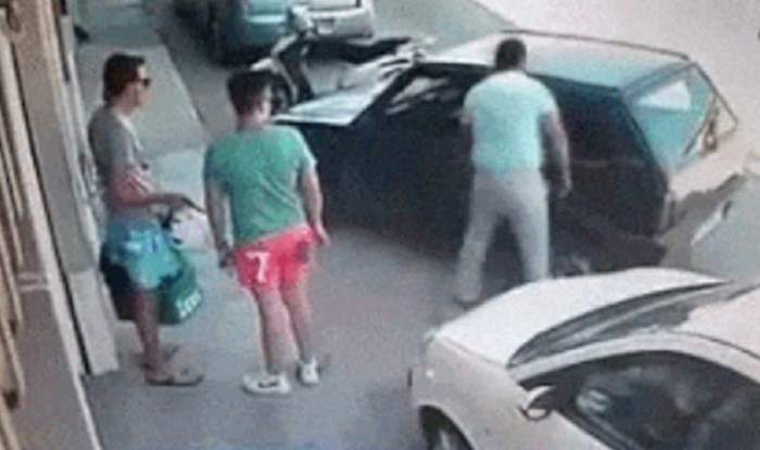 Nisu mogli vjerovati kako je lik uklonio auto s parkinga, za ovo vam ne treba autoškola
