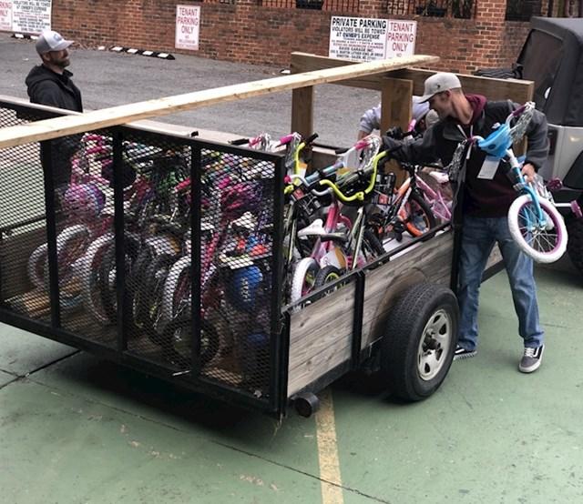 Ovi momci doniraju bicikle siromašnoj djeci