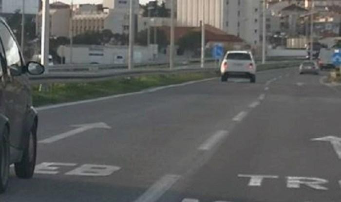Vlasnika ovog Smarta veličina auta nije obeshrabrila, pogledajte što prevozi u prtljažniku