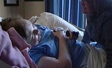 VIDEO Žena se probudila nakon 20 godina kome, kaže da se psihički osjeća kao da je tinejdžerica