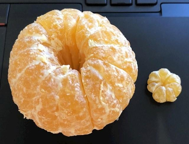 Mala mandarina koja je pronađena unutar velike