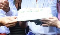 Morate vidjeti kako je ova djevojka gasila svjećice na torti