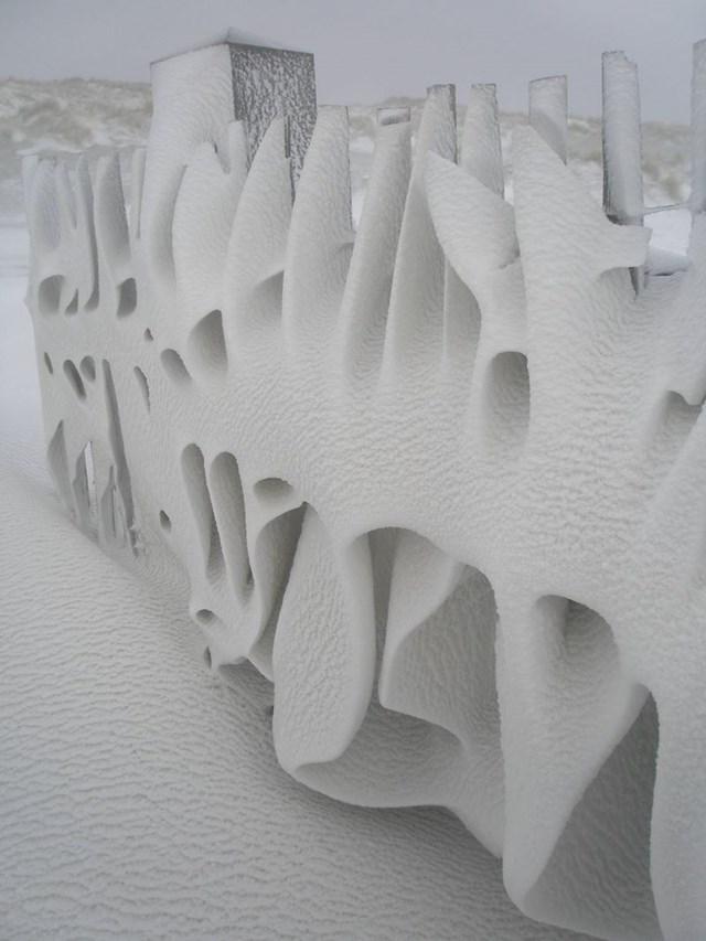 Snijeg na ogradi