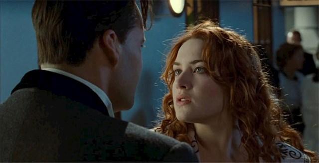 Scena u kojoj Rose pljune u lice Calu je slučajna. Kate Winslet je improvizirala