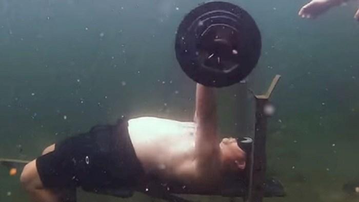 Jeste li čuli za podvodno dizanje utega? Ovaj lik postavio je svjetski rekord