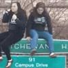 Djevojke su kulerski željele pozirati na tabli uz cestu, sve je ispalo katastrofa