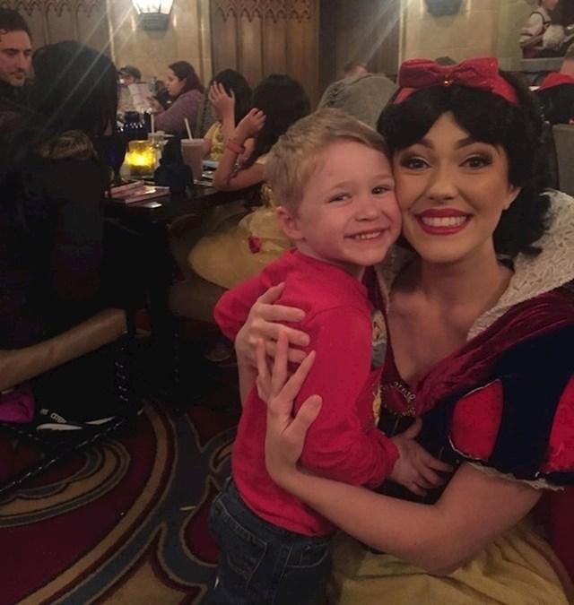 """""""Moji su roditelji odveli mog nećaka u Disney World i bojali su se da će mu biti dosadno zbog svih tih princeza..."""""""