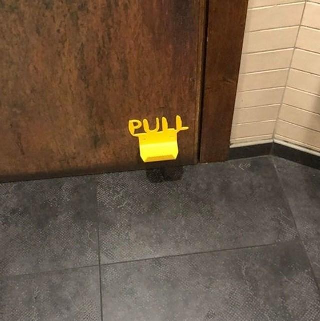 Ova vrata se otvaraju nogom