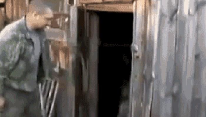 Čovjek je otvorio vrata stare kolibe, ono što je doživio prilično ga je nasmijalo