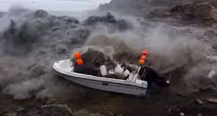 Tri tipa su snimala more kad je naišao ogromni tsunami. Pogledajte dramatičnu snimku