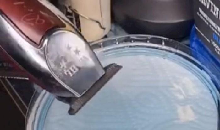 VIDEO Frizer je smislio kako očistiti mašinicu za šišanje, hoćete li ovo isprobati?