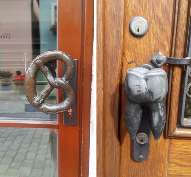 Kvake na vratima odgovaraju djelatnostima u zgradi