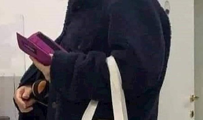 Je li ovo novi modni trend? Neobična torbica privukla pažnju prolaznika
