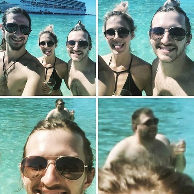 Čovjek u pozadini izgleda kao frizura lika sa slike