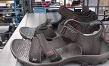 Kupcima u ovom dućanu nije bio jasan opis obuće sa slike, evo čemu su se čudili