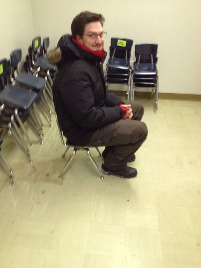 """""""Moj šef kupio je 50 stolica na internetskoj aukciji. Tek kad smo otišli po njih, shvatili smo da su pripadale osnovnoj školi"""""""