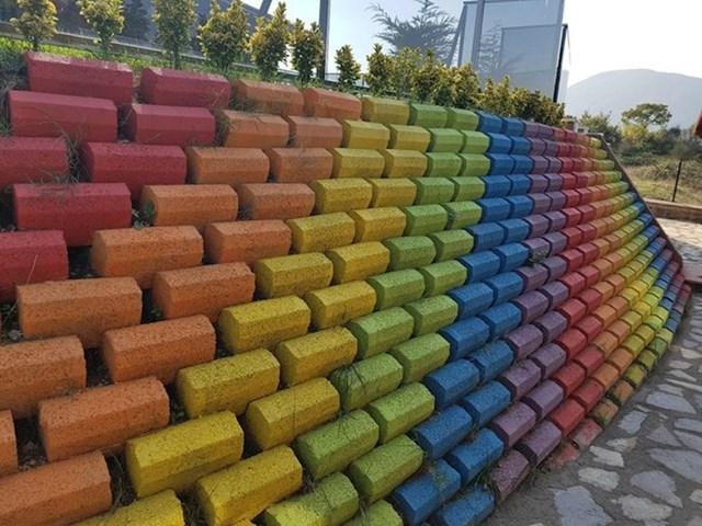 Zid koji uveseljava ljude