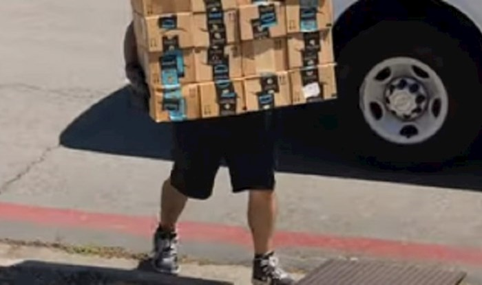 VIDEO Ovaj dostavljač doživio je nešto zbog čega će sigurno razmisliti o promjeni posla