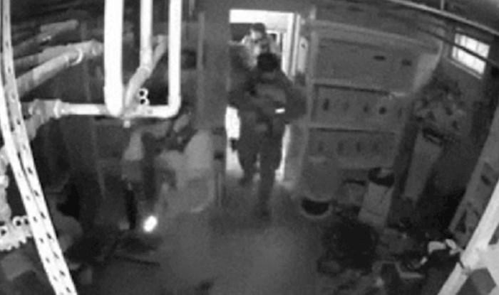 Kamera je snimila policiju i osobu koja im je bježala, morate vidjeti kako se uspjela sakriti
