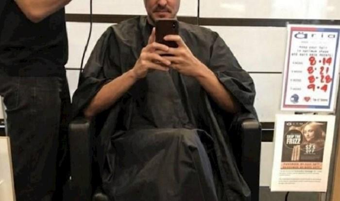 Lik je došao u frizerski salon, kada je sjeo pred ogledalo nije se mogao prestati smijati